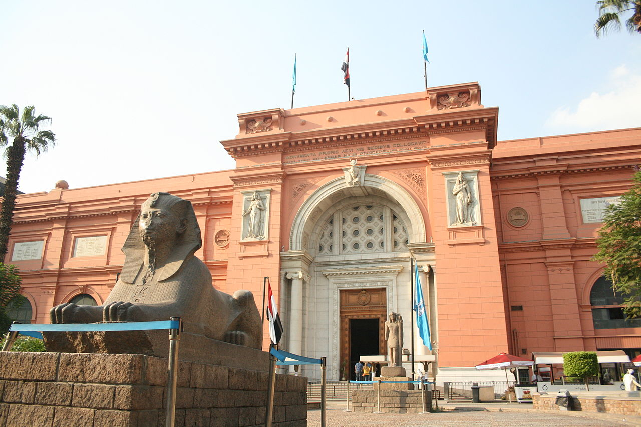 Façade of the Egyptian Museum. By Diego Delso, Wikimedia Commons.